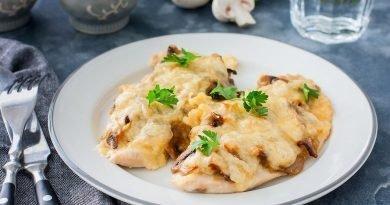 Куриная отбивная с грибами и сыром в духовке рецепт