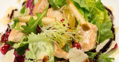 Салат с курицей и грушей рецепт