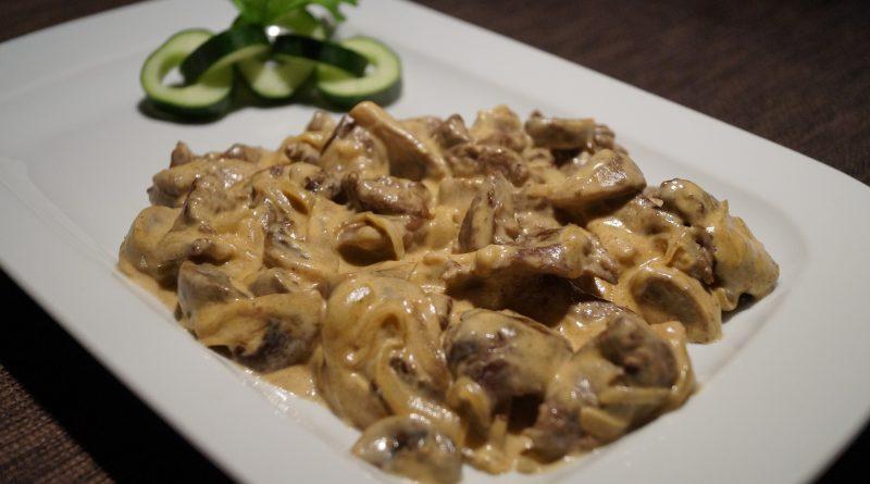 бефстроганов из говядины с грибами в сливочном соусе