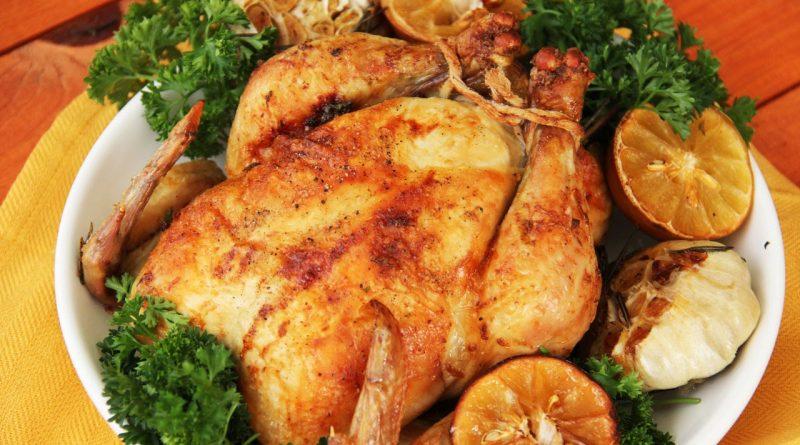 Запеченная курица с вином, чесноком и оливковым маслом