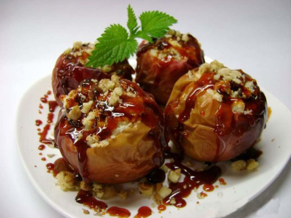 яблоко запеченное с грецким орехом и медом