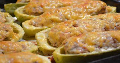 кабачки фаршированные в духовке с помидорами и сыром